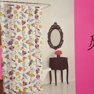 NEW💕Betsey Johnson Emoji Shower Curtain